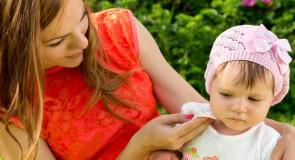 Lingettes bébé : Ne jouez plus avec la peau  de votre bébé