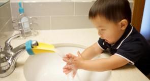 Aqueduck pour que bébé puisse se lave les mains !