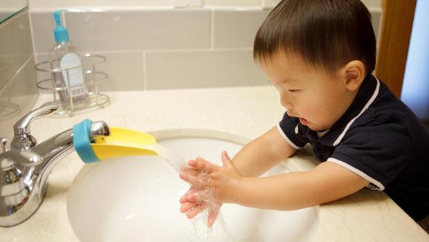 Aqueduck, une extension bien pratique pour que votre petit se lave les mains…comme un grand !