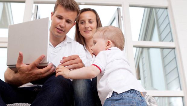 À l'aide de ces vidéos, le jeune enfant mémorise très facilement son entourage