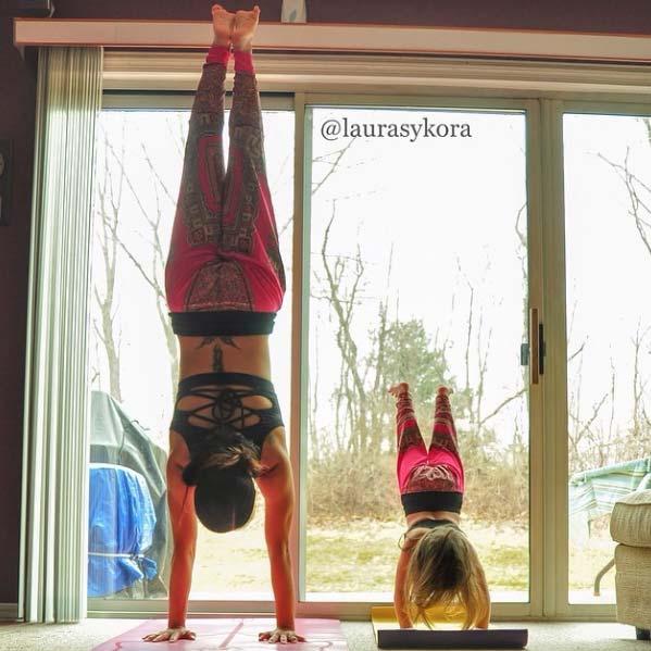 Le bebe Yoga avec Laura Sykora