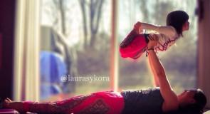Découvrez le yoga en famille avec Laura Sykora