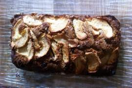 Gâteau maison aux épices, pommes, raisins, DIY !