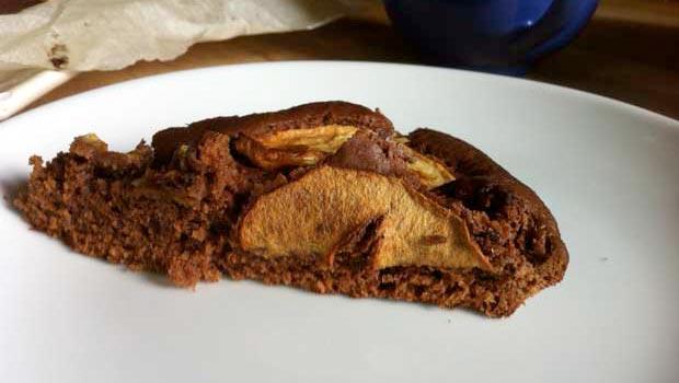 Gâteau pomme-chocolat pour le goûter du mercredi à réaliser avec votre tout-petit
