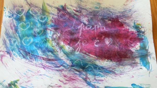 La peinture magique amusera beaucoup votre tout-petit