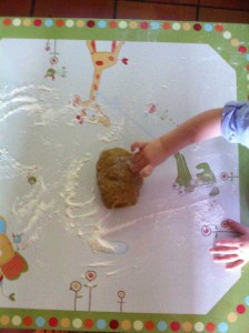Déposez votre pâte sur un plan de travail bien fariné