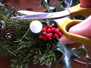 Coupez tous les fils de laiton qui dépassent à l'aide de vos ciseaux.