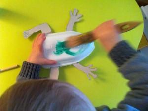 laissez votre enfant peindre sa grenouille