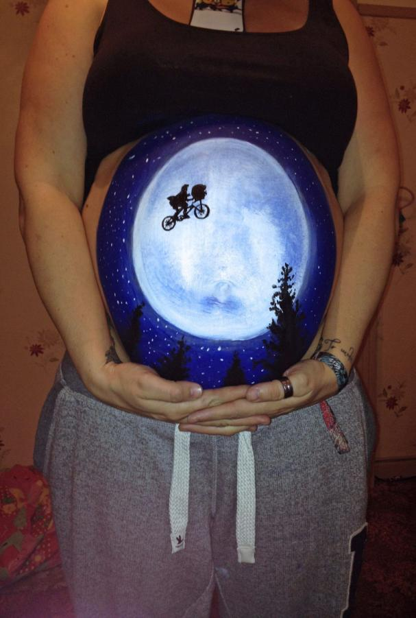 "Belly painting ""E.T."""