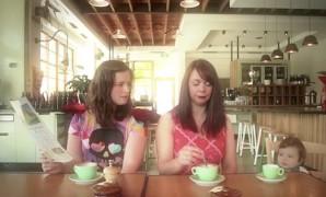 Allaiter de façon prolongée : La vidéo qui donne le sourire