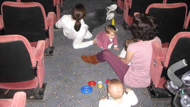 Au cinéma avec bébé