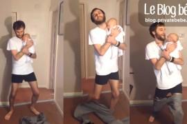 Son bébé dans les bras, il enfile son pantalon