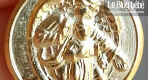 Cadeau de naissance : la médaille de baptême